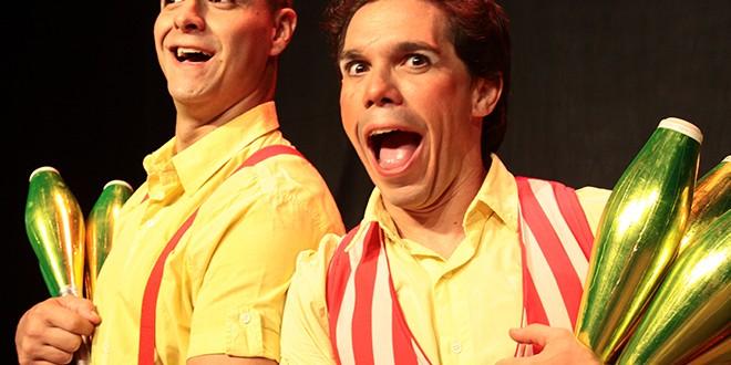 Espetáculo de humor circense percorre a cidade